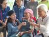 Dân mạng vạch ra điểm bất thường trong 2 đợt từ thiện của Phi Nhung