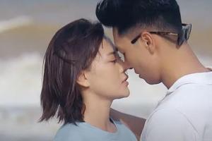 Nụ hôn Phương Oanh - Mạnh Trường trong 'Hương Vị Tình Thân' bị chê... mắc mệt