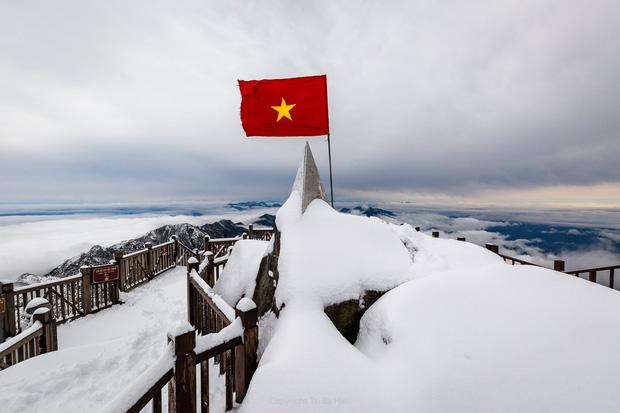 Toàn cảnh đỉnh Fansipan đẹp đến nao lòng trong màu tuyết trắng, ai mà nghĩ đây là Việt Nam chứ?