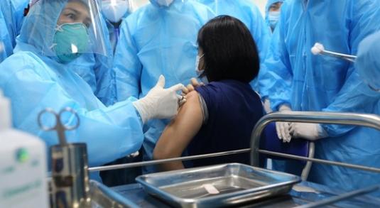 4 trường hợp phản vệ độ 2 sau tiêm vắc-xin Covid-19
