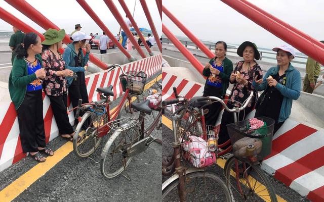 3 cụ bà phượt 60km bằng xe đạp để ngắm cây cầu dài nhất Bắc Trung Bộ