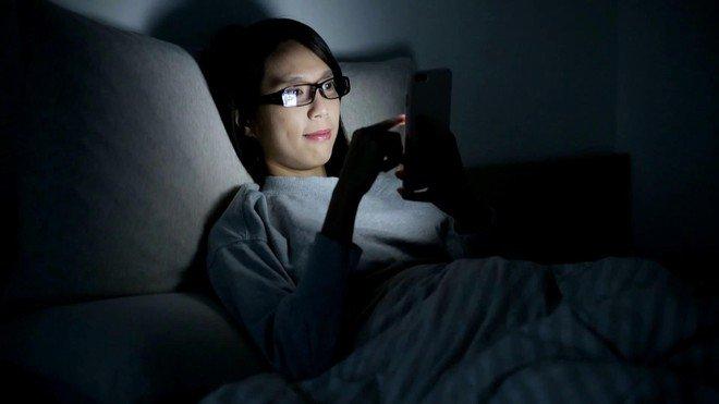 Nên ngưng làm 7 việc khi ở nhà giãn cách vì làm hệ miễn dịch suy yếu, virus dễ lọt qua